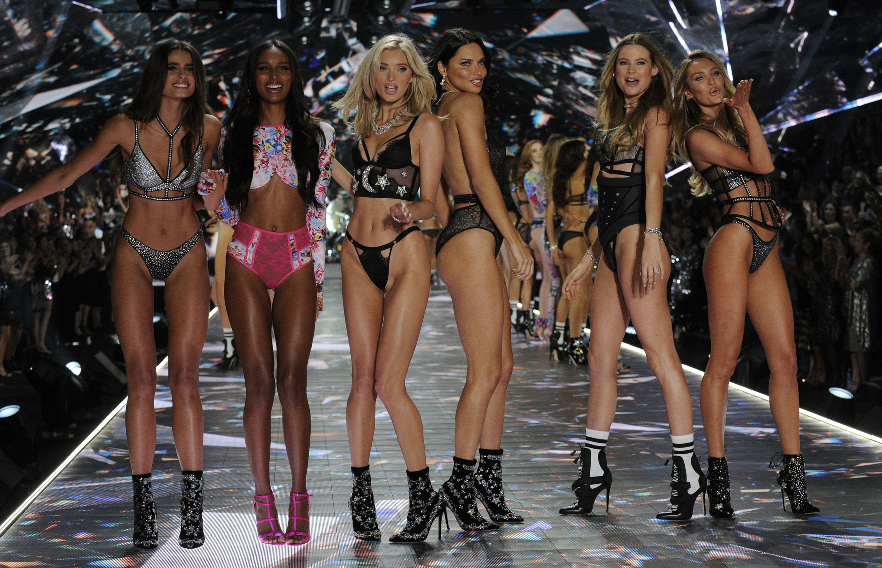 The Victoria S Secret Fashion Show Holiday Special Airs Sunday