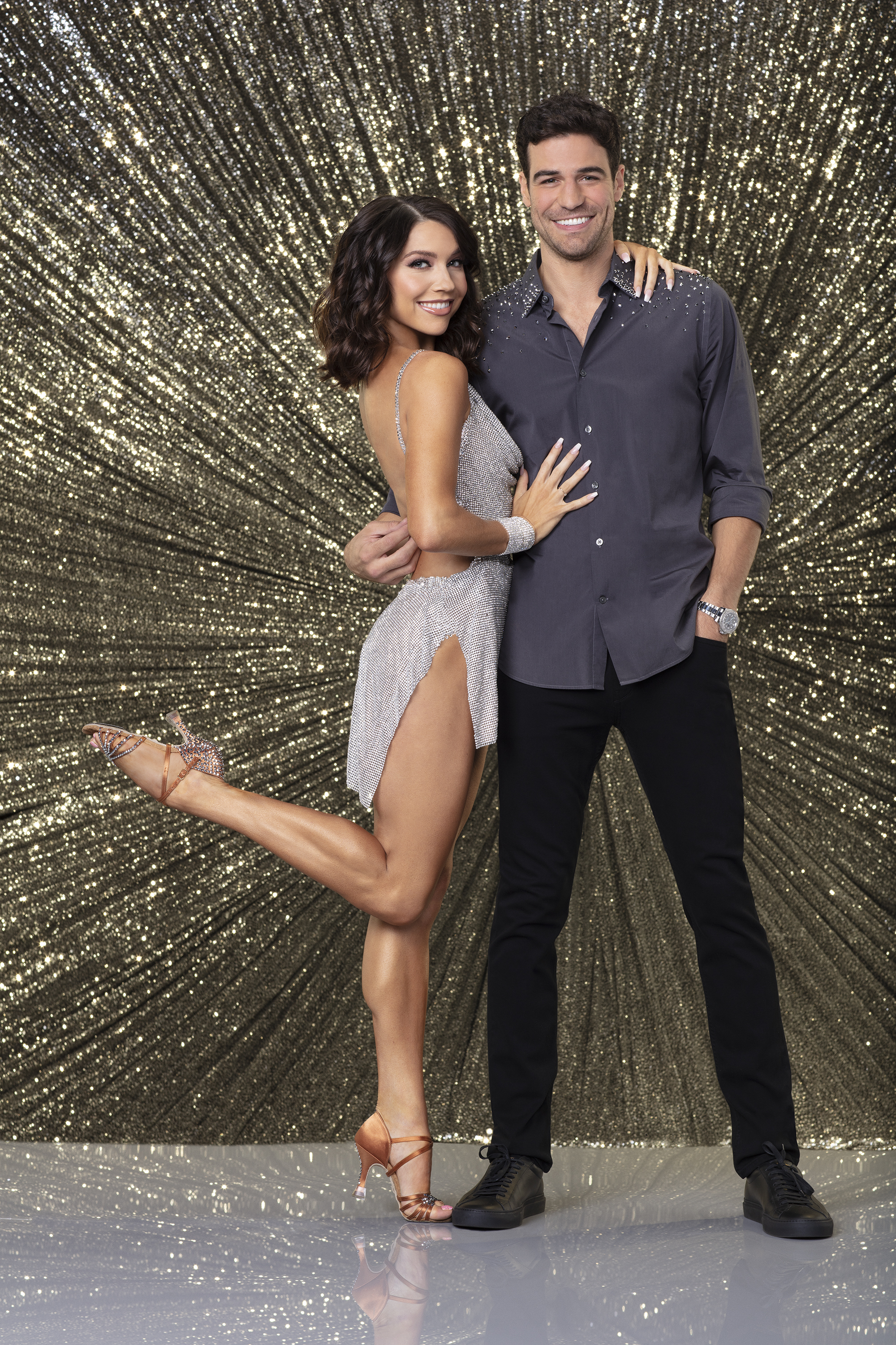 Is anyone dating on dancing with the stars 2019