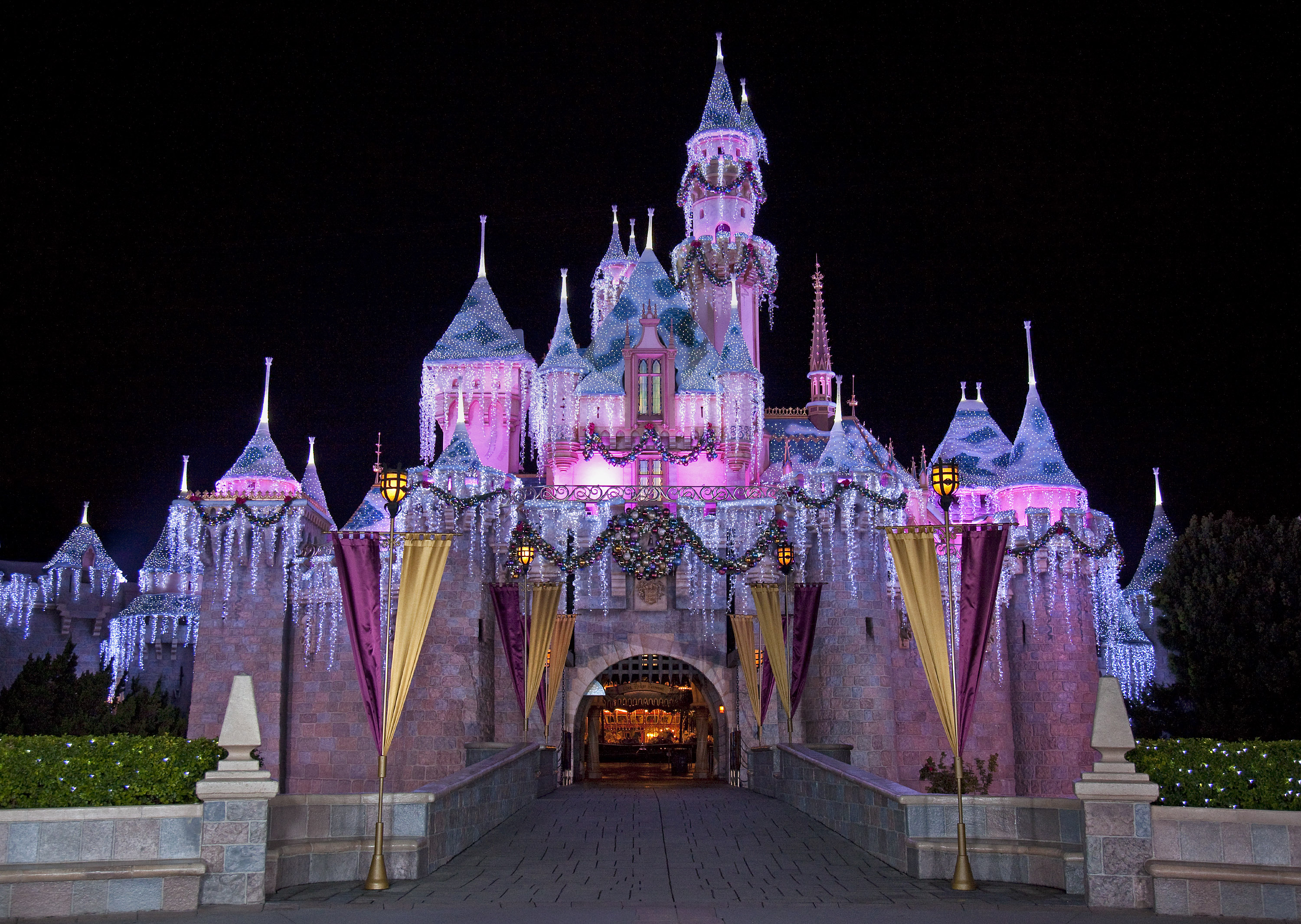 disney parks holiday 2016 specials coming to abc the wonderful world of disney magical holiday celebration - Purple Castle 2016